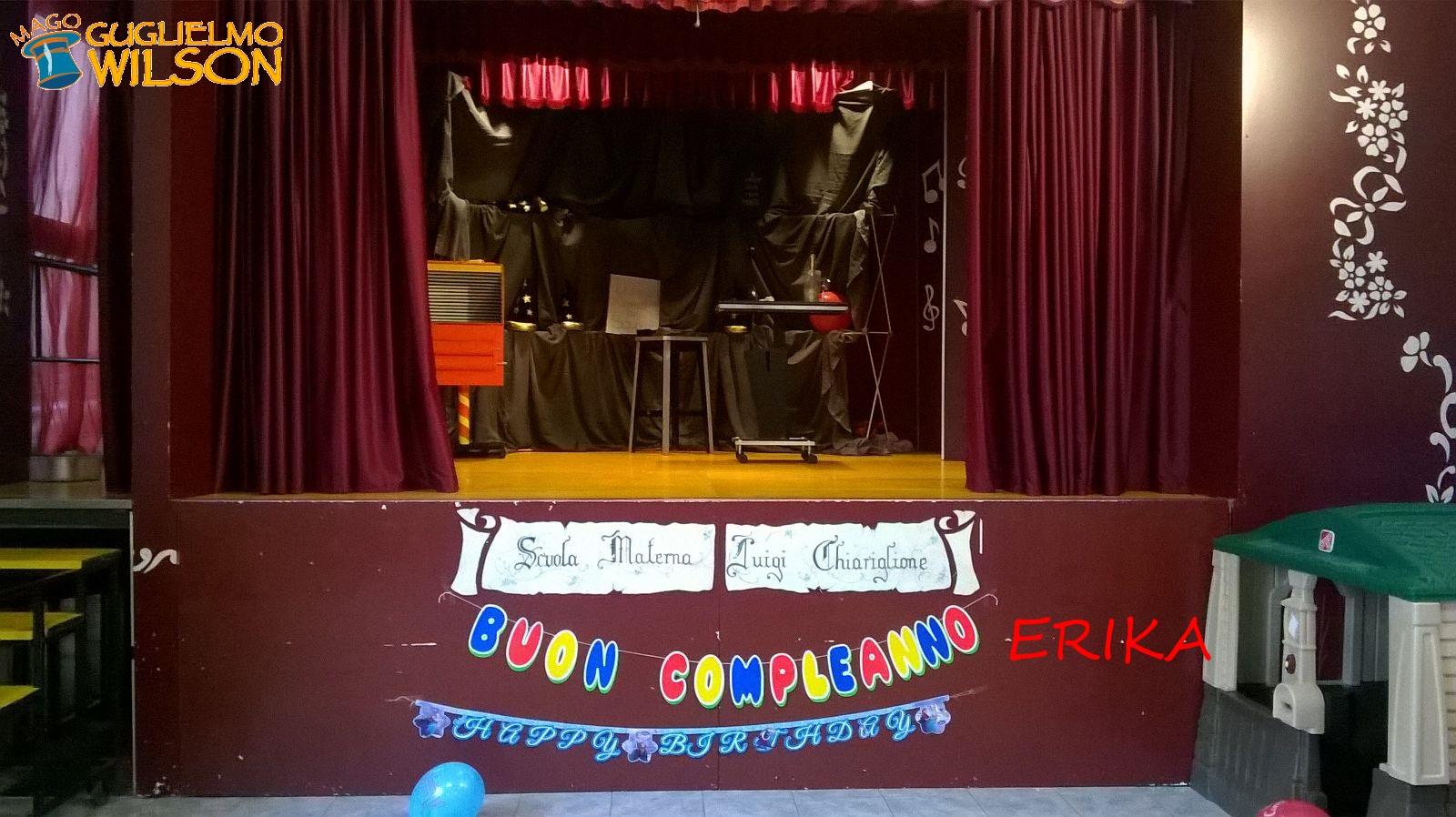 Un scuola dell'infanzia davvero speciale...con un palco così!