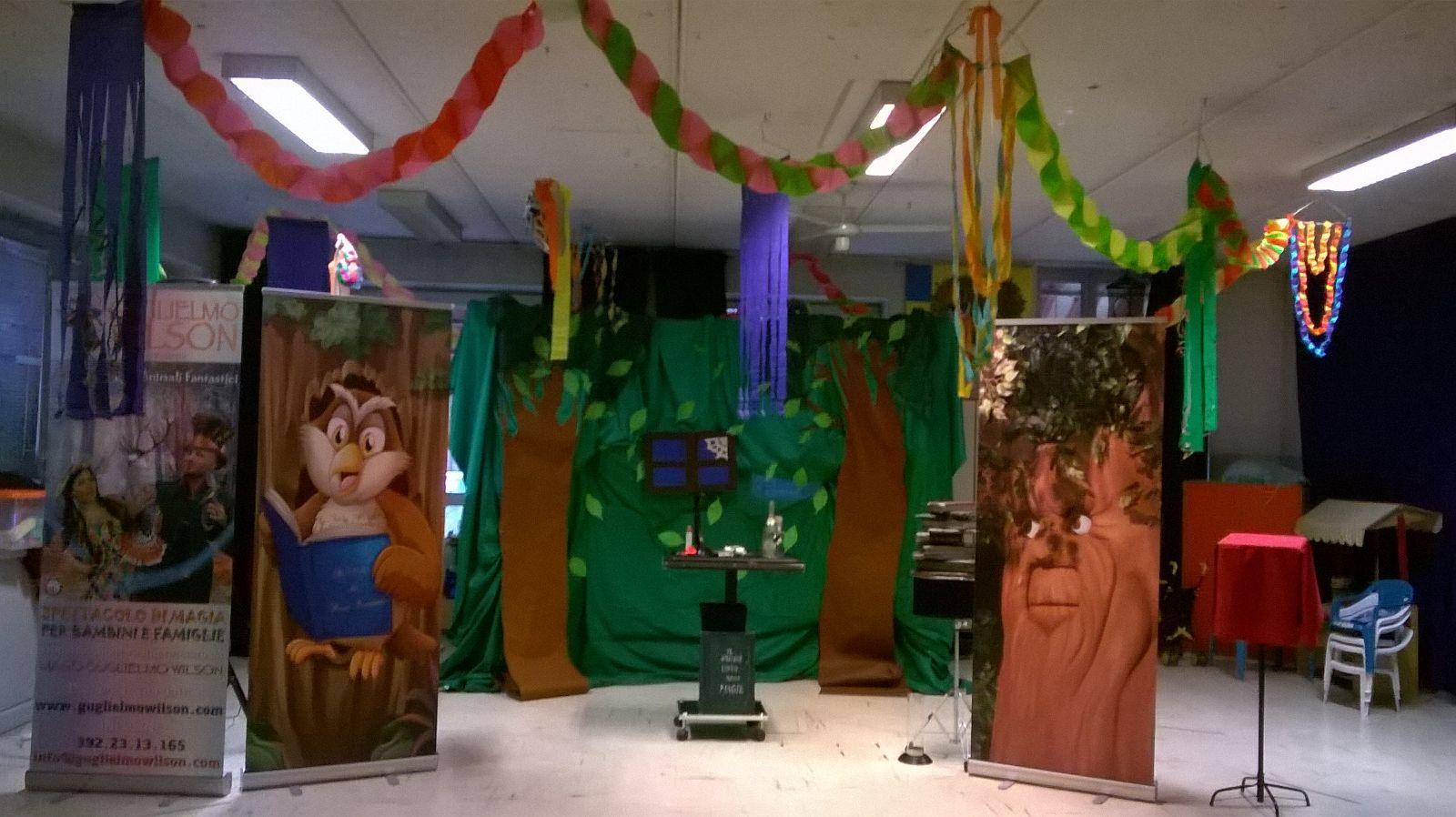 La sala super addobbata per il Carnevale e noi ci buttiamo a pesce con il nostro spettacolo!